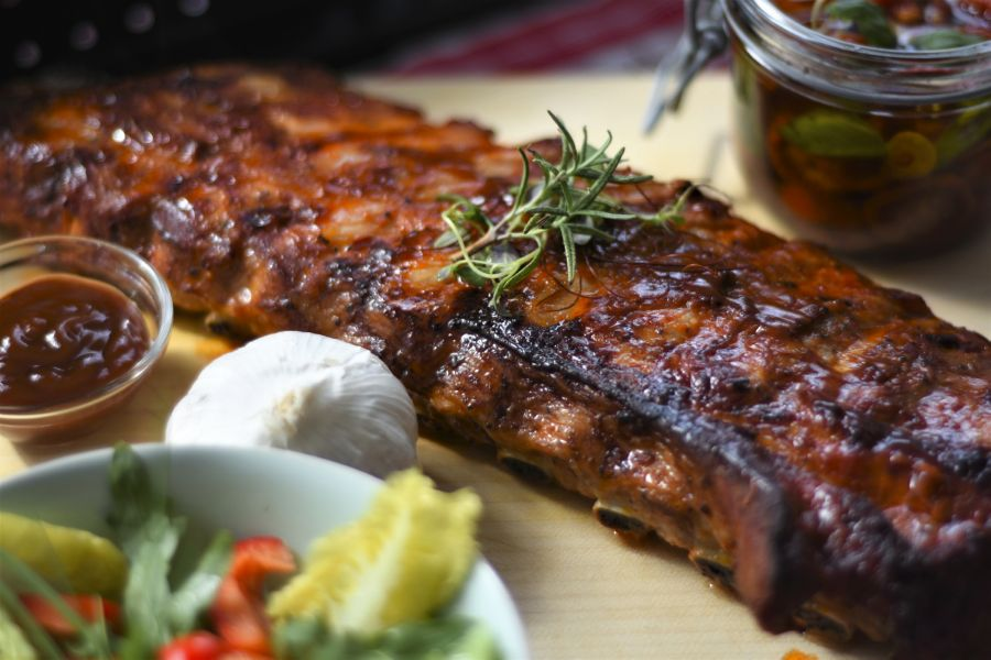 Memphis-style spicy barbecue pork ribs