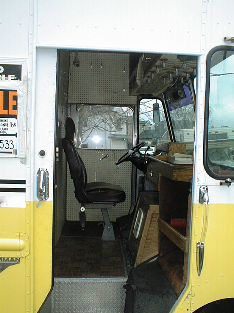 1988 -18' GMC P30 Grumman Kurbmaster Commercial Display Step