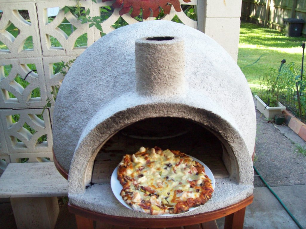 Example of a backyard pizza oven. - DIY Video: How To Build A Backyard Wood Fire Pizza Oven Under $100